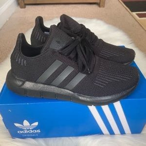 Adidas Swift Run Shoes Youth Size 4.5 New